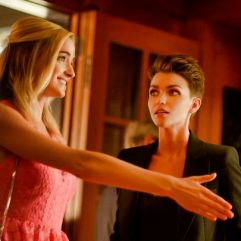 """Batwoman --""""Who Are You?"""" -- Image Number: BWN104a_0082.jpg -- Pictured (L-R): Brianne Howey as Reagan, Ruby Rose as Kate Kane and Meagan Tandy as Sophie Moore -- Photo: Sergei Bachlakov/The CW -- © 2019 The CW Network, LLC. All Rights Reserved."""